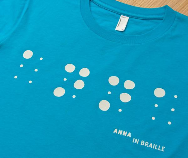 Tshirt rebelot con scritta Anna in Braille